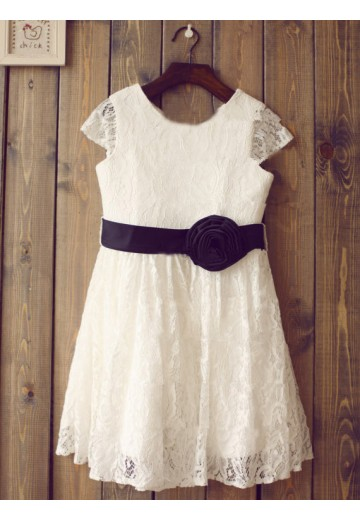 A-line/Princess Scoop Short Sleeves Floor-length Lace Flower Girl Dresses with Hand-made Flower
