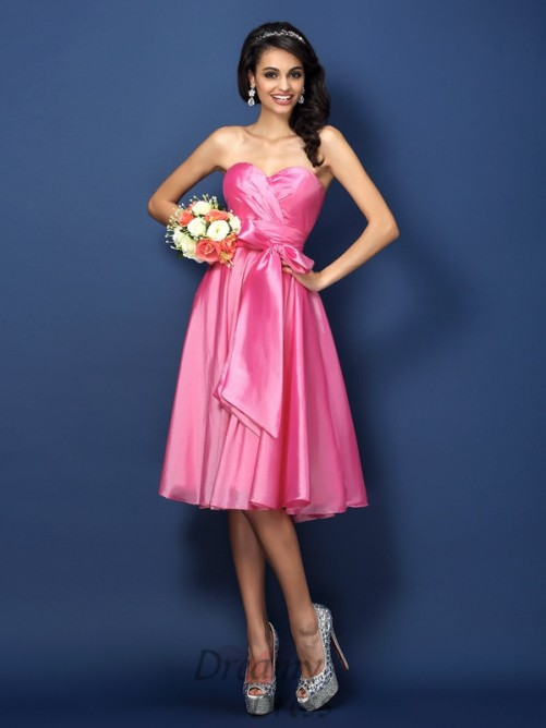 A-Line/Princess Sweetheart Knee-Length Taffeta Bridesmaid Dress