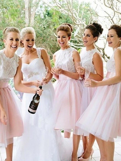 A-Line Scoop Tulle Knee-Length Bridesmaid Dress