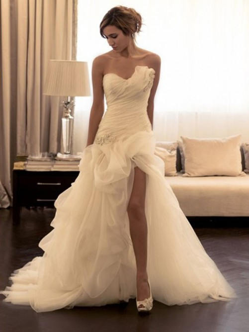 Ball Gown Organza Sweetheart Sleeveless Sweep/Brush Train Wedding Dress