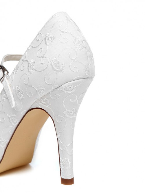 Women's Spool Heel Closed Toe Satin With Buckle Wedding Shoes