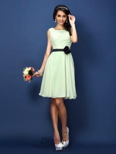 A-Line/Princess Bateau Short/Mini Chiffon Bridesmaid Dress