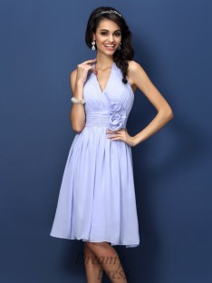 A-Line/Princess Halter Knee-Length Chiffon Bridesmaid Dress