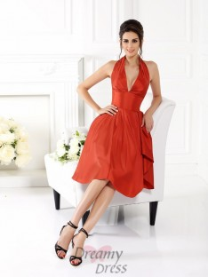 A-Line/Princess Halter Knee-Length Taffeta Bridesmaid Dress