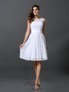 A-Line/Princess Scoop Knee-Length Lace Bridesmaid Dress