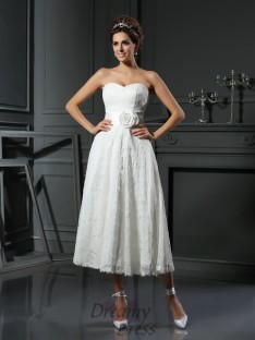 A-Line/Princess Sweetheart Lace Tea-Length Wedding Dress