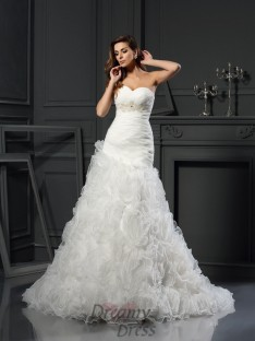 A-Line/Princess Sweetheart Organza Chapel Train Wedding Dress