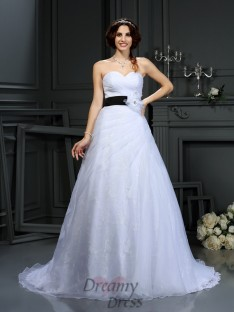 A-Line/Princess Sweetheart Satin Court Train Wedding Dress