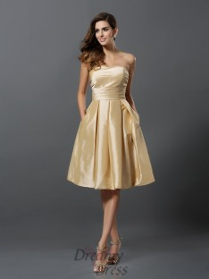 A-Line/Princess Taffeta Strapless Knee-Length Bridesmaid Dress