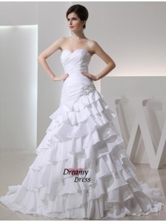 A-Line/Princess Sweetheart Chapel Train Taffeta Wedding Dress