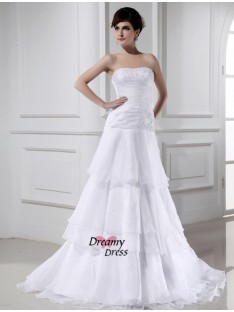 A-Line/Princess Organza Strapless Court Train Wedding Dress