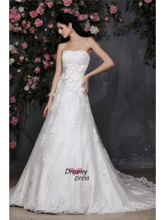 A-Line/Princess Strapless Net Wedding Dress