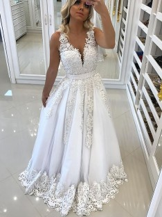 A-Line/Princess V-Neck Floor-Length Lace Tulle Dress