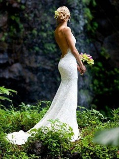 Sheath V-neck Spaghetti Straps Court Train Lace Wedding Dress