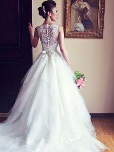 A-Line Scoop Chapel Train Lace Tulle Wedding Dress