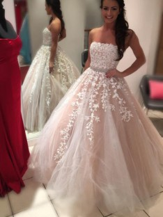 Ball Gown Strapless Floor-Length Tulle Wedding Dress