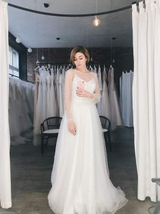 A-Line/Princess Scoop Long Sleeves Sweep/Brush Train Tulle Wedding Dress