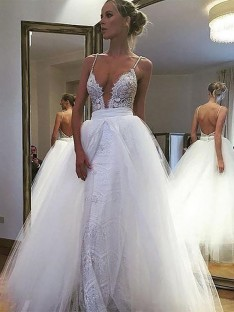 A-Line/Princess Tulle Spaghetti Straps Floor-Length Wedding Dress