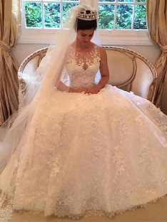 A-Line/Princess Lace Court Train Scoop Wedding Dress