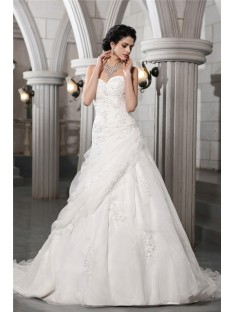 A-Line/Princess Sweetheart Chapel Train Organza Wedding Dress