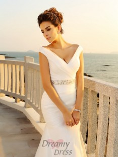 Sheath/Column Court Train V-neck Net Wedding Dress