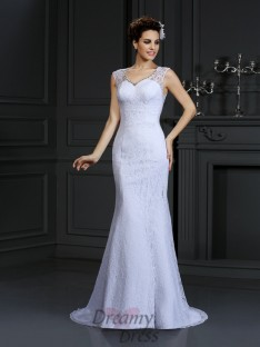 Sheath/Column Lace Court Train Satin Wedding Dress