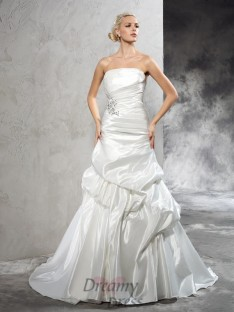 Sheath/Column Strapless Court Train Satin Wedding Dress