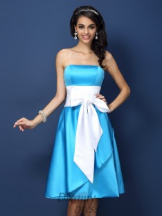 Sheath/Column Strapless Knee-Length Satin Bridesmaid Dress