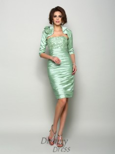 Sheath/Column Strapless Taffeta Knee-Length Mother of the Bride Dress