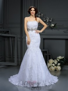 Trumpet/Mermaid Strapless Lace Court Train Wedding Dress